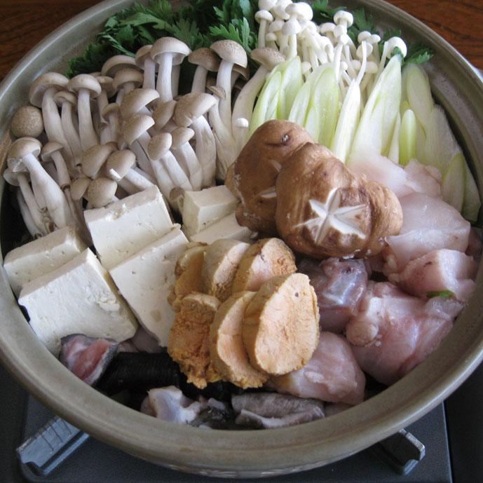 昔から「西のフグ、東のアンコウ」と讃えられるほど美味しい高級魚。プリッとした身の他に、ヒレや皮にはコラーゲンが、肝にはビタミンEやDHA が入っており、冬の鍋に最適な食材です。
