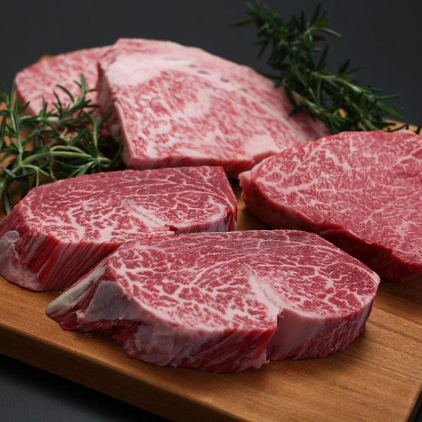 山紫水明、風光明媚な美しい自然の中で、コシヒカリの稲わらと乾草をたっぷりと与え約2年。人情の豊かさを織り交ぜながら、のびのびと育てられた高級和牛です。 その肉質は、色鮮やかで風味良く「一味違う黒毛和牛」と賞され、特にサーロインステーキの味は絶品です。   -平成8年度全国肉用牛枝肉共励名誉賞(最高位)受賞-